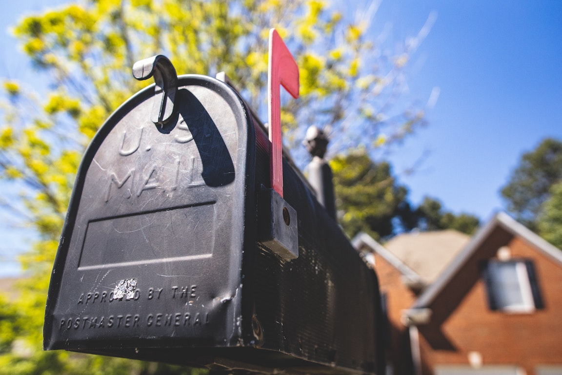 irs payment plan interest rate: mailbox with house in the background