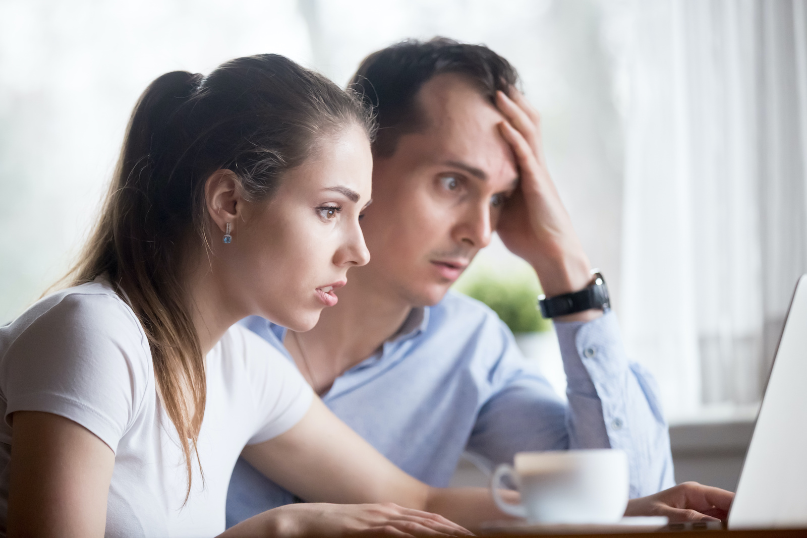 Installment loans for bad credit: A couple looks stressed as they check their credit score online