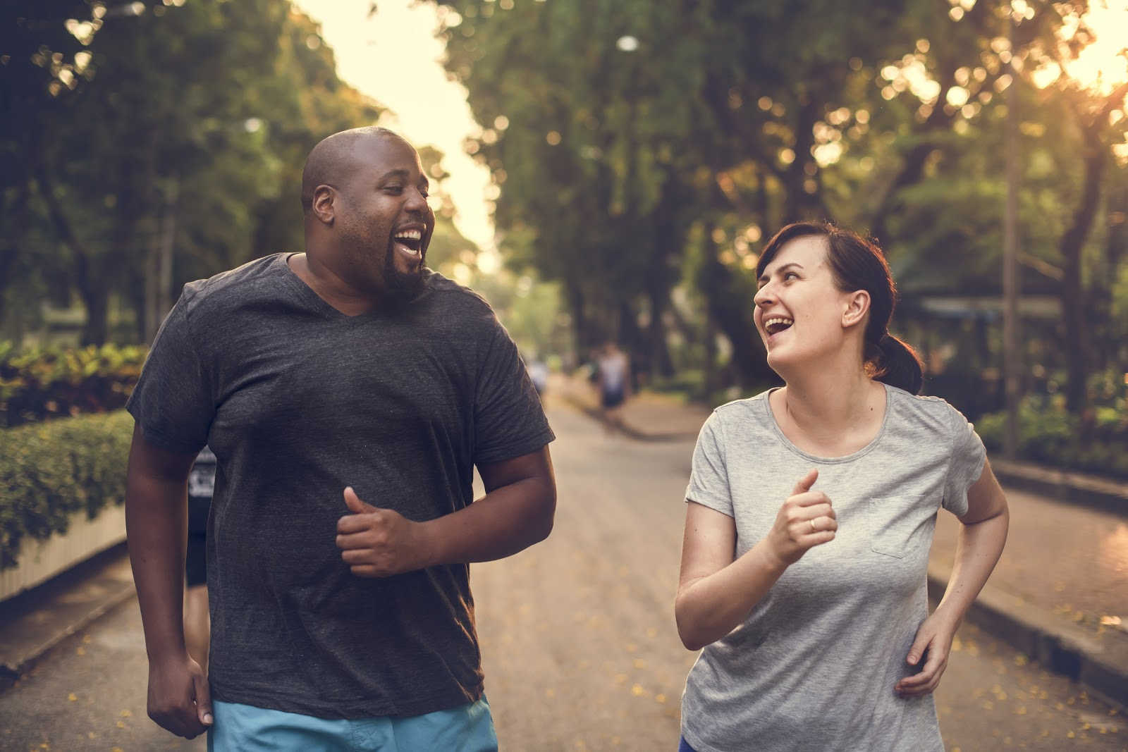 How do you achieve financial wellness: Couple jogging in the park